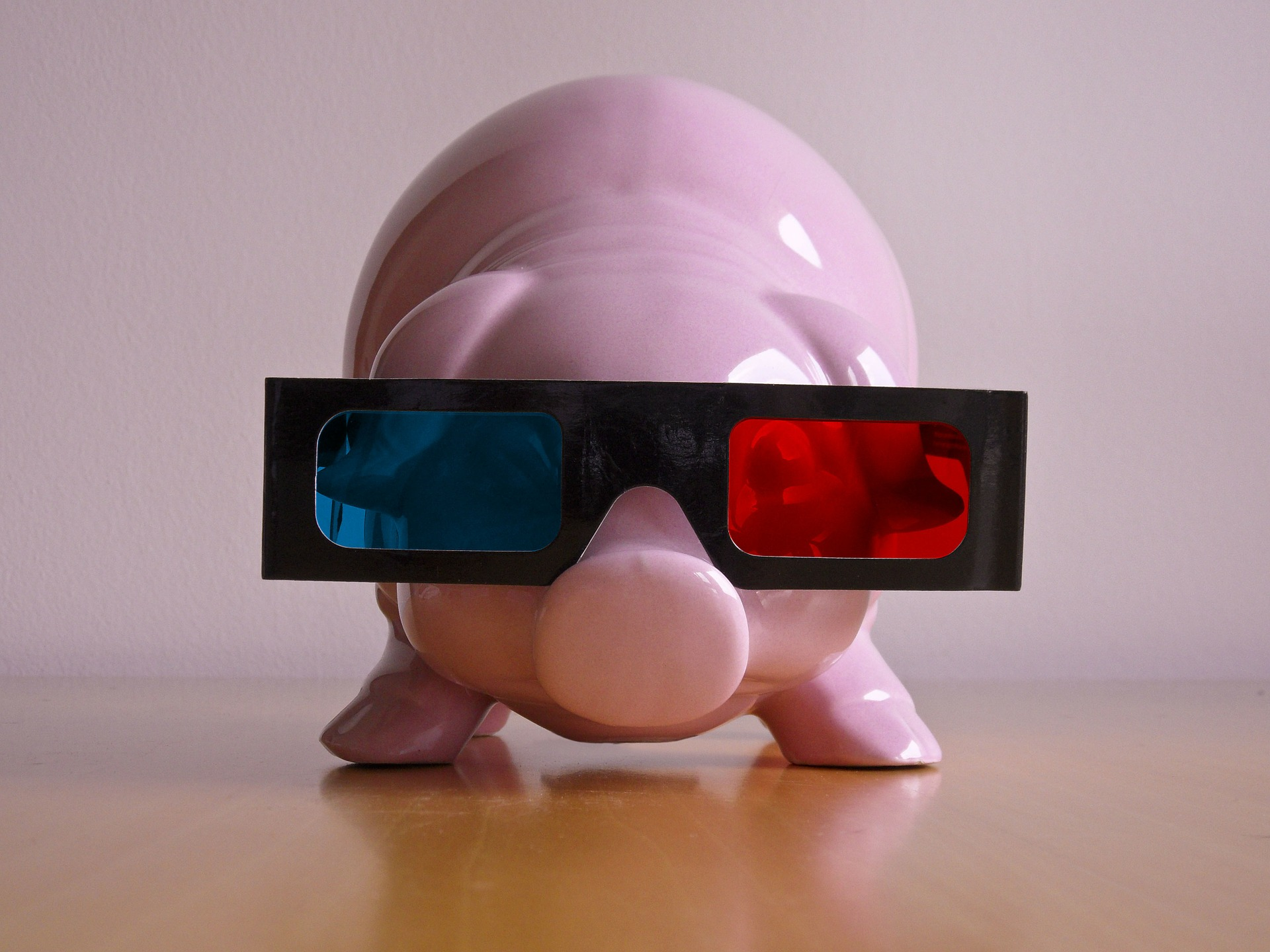 Ceramic pig wearing 3d movie glasses